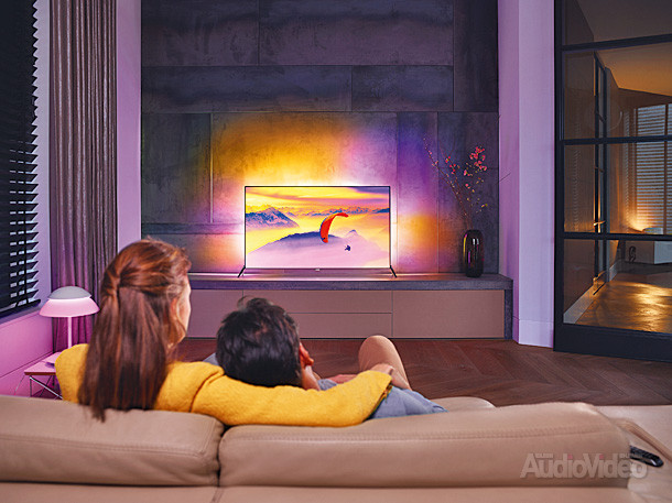 Fy15_LS_TV_7600_LR_Fr-view_Couple
