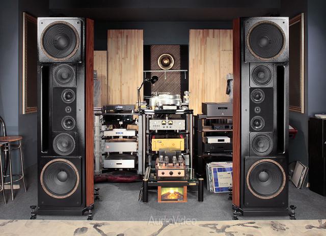 Источники Weiss Engineering и Acoustic Signature, усилители EMT и DartZeel, акустика Montana WAS, кабели и головка X-Factor