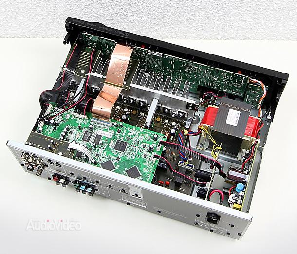 Denon-AVR-X520BT-Innenleben-Gesamt1