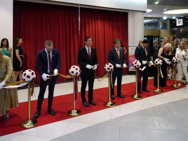 LG открыла первый премиальный магазин