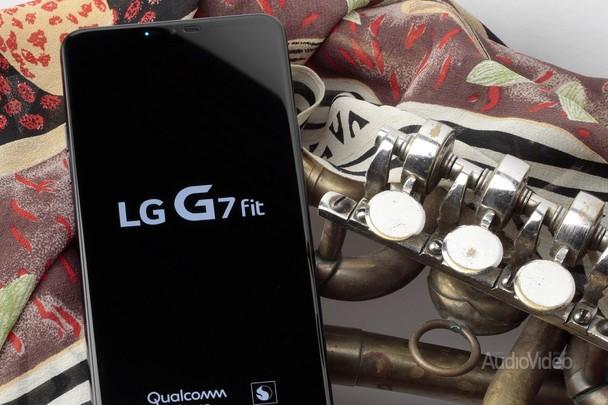 Мультимедийный смартфон LG G7 fit