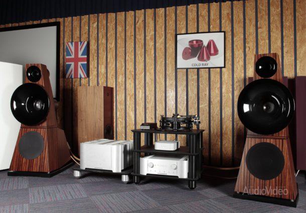Система с усилителями Plinius и акустикой Odeon