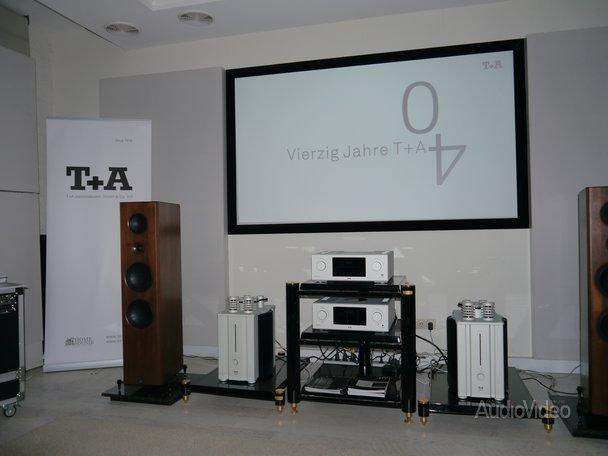 T+A показали в галерее «Назаров»…