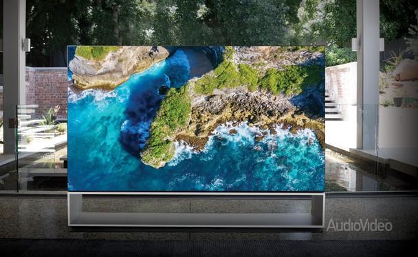 LG привезла топовый телевизор