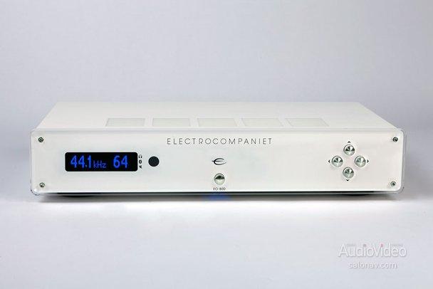 ELECTROCOMPANIET обелил усилитель