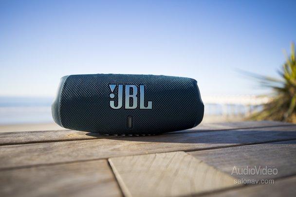 JBL заряжает энергией