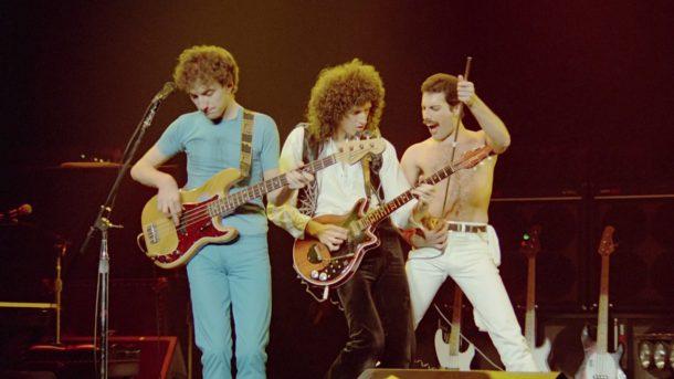 Сорок лет спустя от Queen все еще захватываетдух