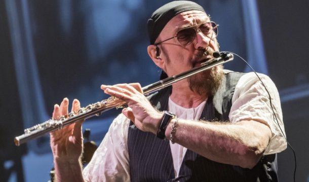 Главный рок-флейтист нынче именинник